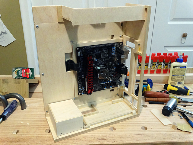 Mini_Watercooled_HTPC_modsquito_wood_scratch_build_DSC02447-W640.JPG